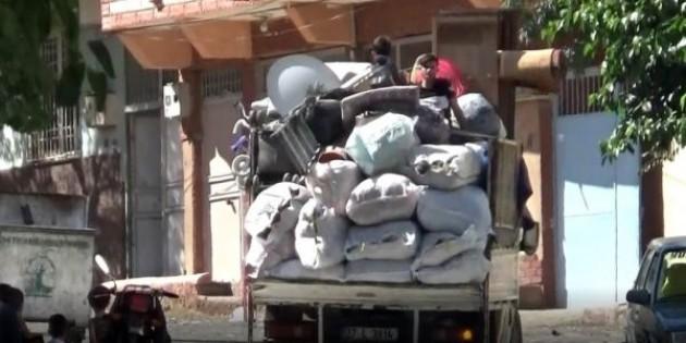 Kamyonet kasasında tehlikeli yolculuk. görüntüler Gaziantep'ten