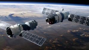 Çin, Long March-2D Roketi ile uzaya 7 uydu yolladı.