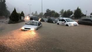 Zonguldak'ta sağanak yağış hayatı felç etti.