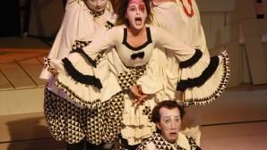 Alanya'da altyazılı tiyatro oyunu sahnelendi
