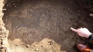 2 bin 200 yıllık mozaiği satmaya çalışanlar yakalandı