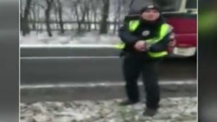Ukrainian police pull gun on Turkish truck driver who did not bribe