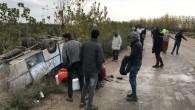 Adana'da işçileri taşıyan midibüs devrildi: 11 yaralı