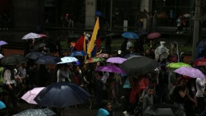 Umbrellas opened in Colombia, protests continue