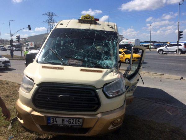 Başakşehir'de kırmızı ışıkta trafik kazası