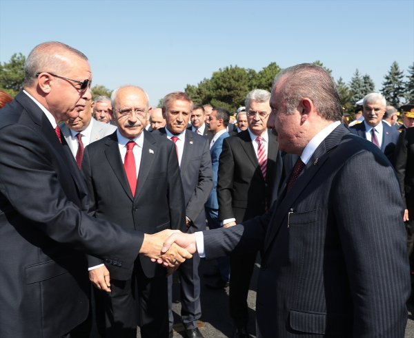 30 Ağustos töreninde Erdoğan-Kılıçdaroğlu tokalaşması