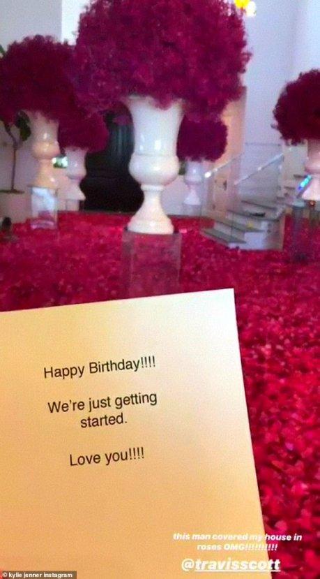 Kylie Jenner'a sevgilisinden erken doğum günü sürprizi