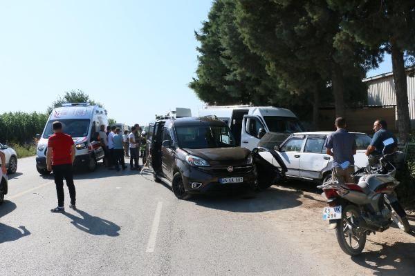 Manisa'da işçi servisi ile hafif ticari araç çarpıştı: 16 yaralı