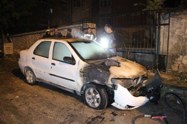Karaman'da park halindeki otomobilde yangın