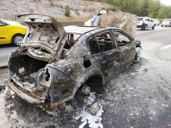 Bir saat önce aldığı otomobili, yolda yanarak kül oldu