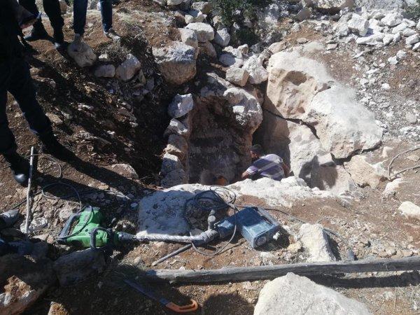 Mersin'de kaçak kazı yapan 2 kişiye suçüstü