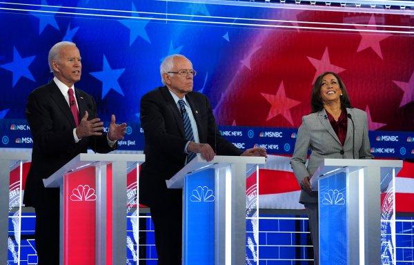 ABD'de Demokratlar'ın aday yarışında Biden önde