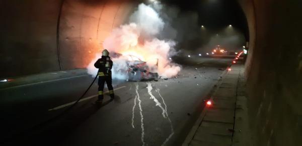 Otomobil, kamyona çarptı: 1 ölü, 2 yaralı -2