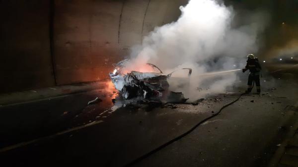 Otomobil, kamyona çarptı: 1 ölü, 2 yaralı -3
