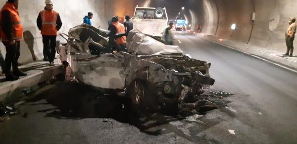 Otomobil, kamyona çarptı: 1 ölü, 2 yaralı -5