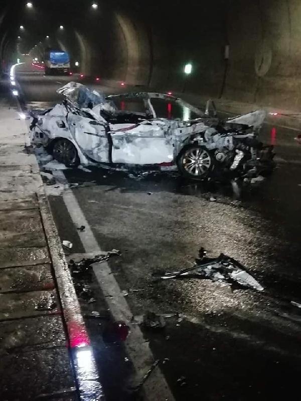 Otomobil, kamyona çarptı: 1 ölü, 2 yaralı -6