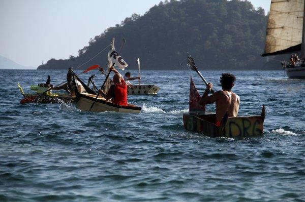 Muğla'daki maket tekne yarışında ilginç görüntüler