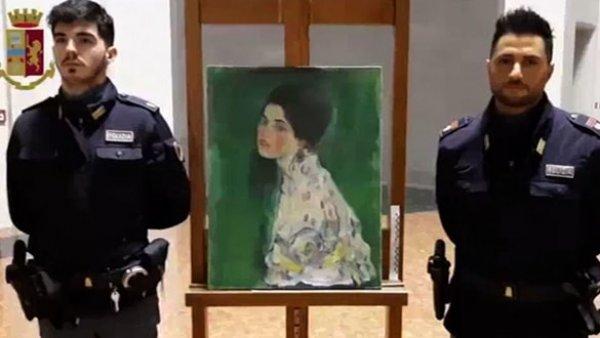 22 yıl önce kaybolan tabloyu temizlikçiler buldu
