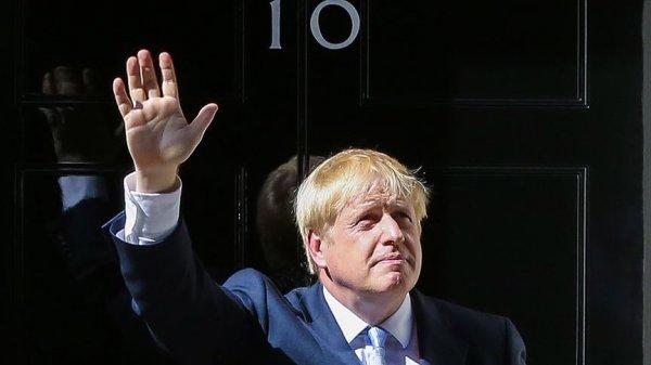 4 saat yatak bekleyen çocuk Boris Johnson'a özür diletti