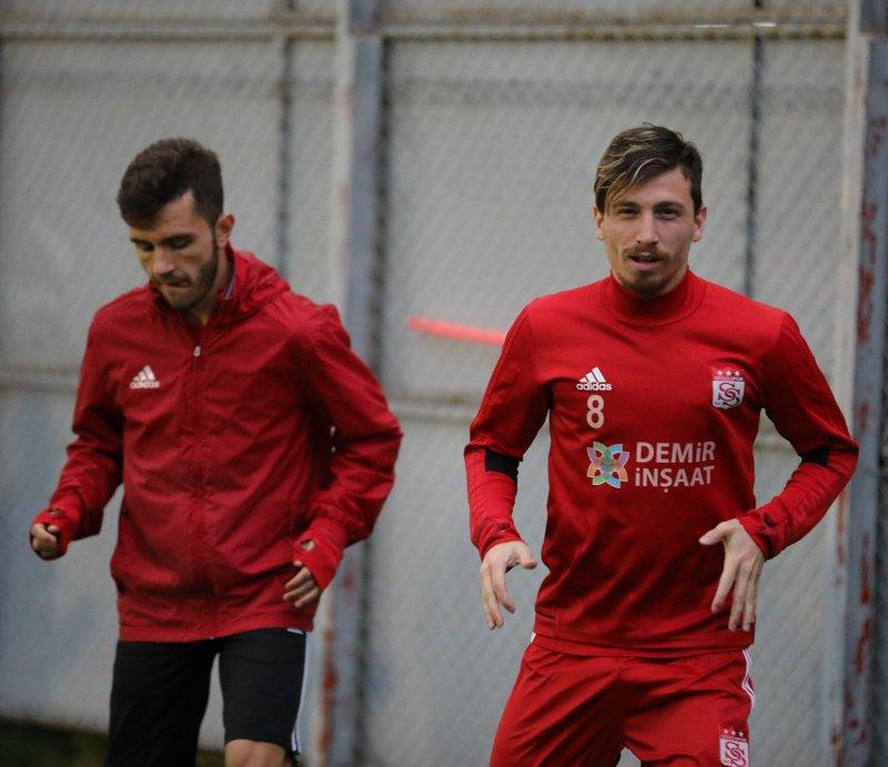 Sivasspor, Emre ve Mert'le görüşecek