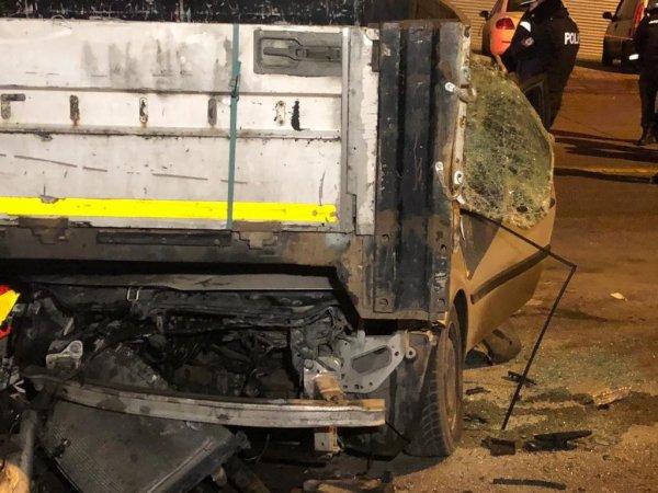 Ankara'da bir otomobil park halindeki tırın altına girdi