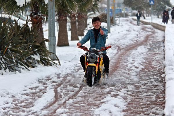Karadeniz'de kar esareti; okullar tatil -1