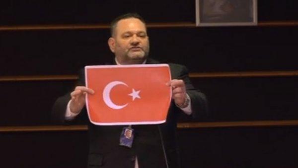 AP'den Türk bayrağını yırtan Yunan vekile ceza
